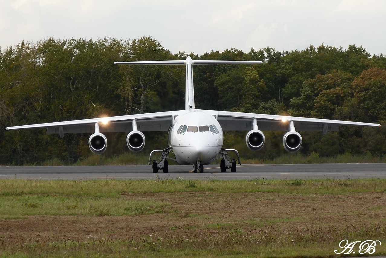 [03/11/2011] British Aerospace BAe 146-200 (G-RAJJ) Cello Aviation 1111030506131373939000001