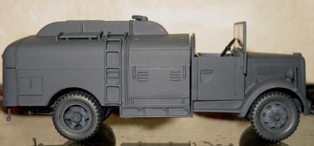 kfz.385 tankwagen Italeri 1/35 - Page 2 111105112150667019006859