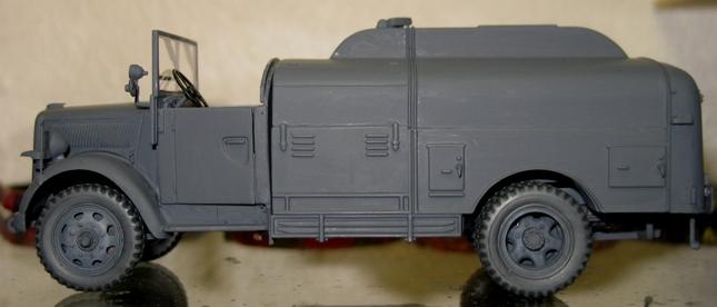 kfz.385 tankwagen Italeri 1/35 - Page 2 111105112221667019006862