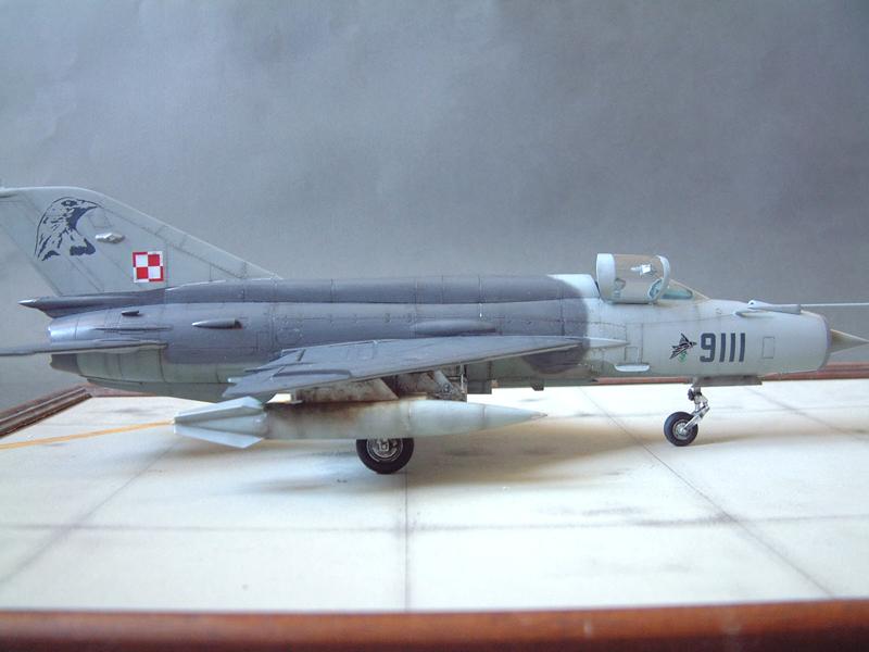 [Academy] Mig-21 MF - Polish Air Force - 1/48e 111120120025476909073337