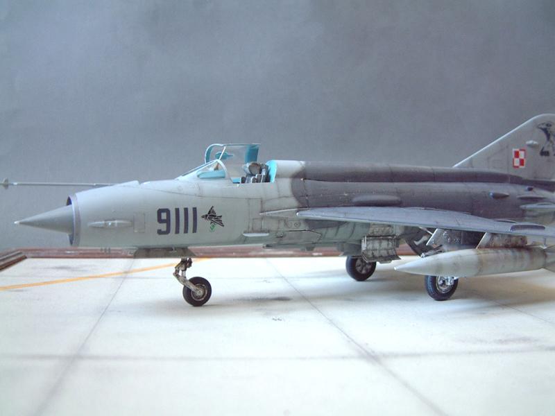 [Academy] Mig-21 MF - Polish Air Force - 1/48e 111120120048476909073341
