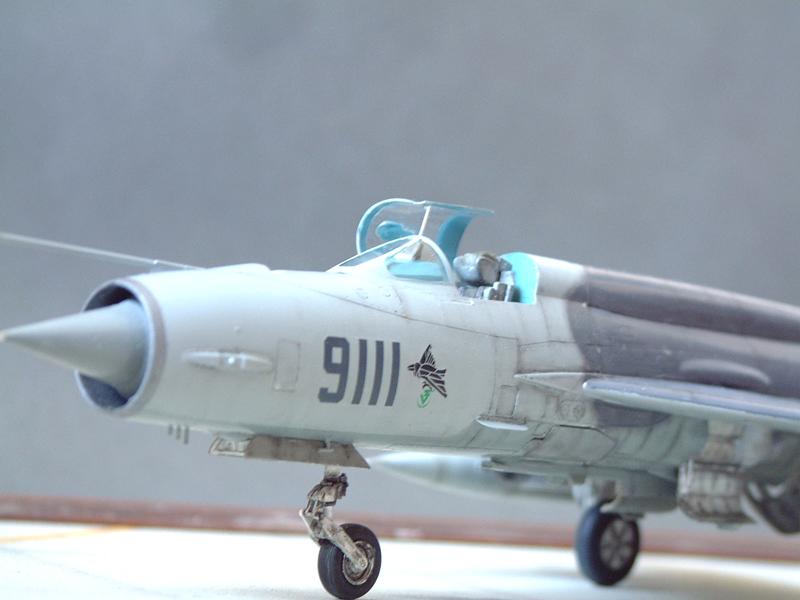 [Academy] Mig-21 MF - Polish Air Force - 1/48e 111120120131476909073343