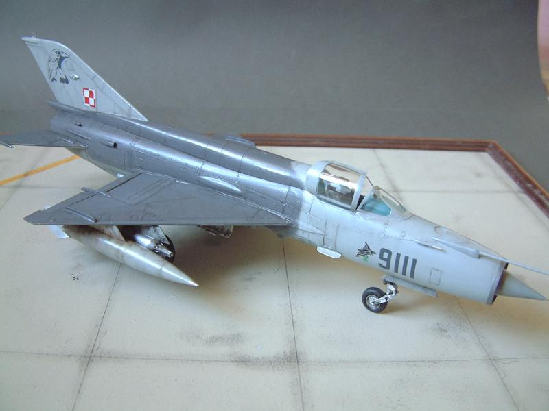 [Academy] Mig-21 MF - Polish Air Force - 1/48e 111120120200476909073344