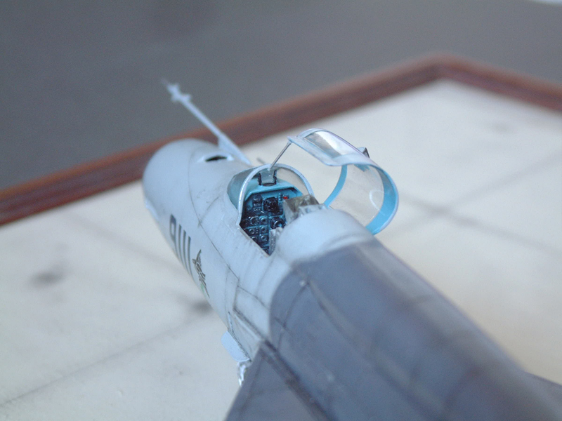 [Academy] Mig-21 MF - Polish Air Force - 1/48e 111120120222476909073345