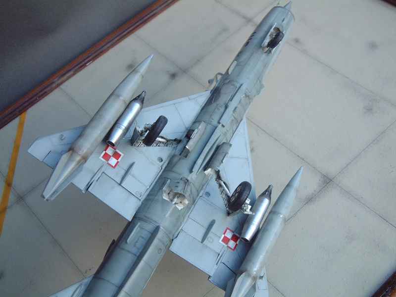 [Academy] Mig-21 MF - Polish Air Force - 1/48e 111120120302476909073346