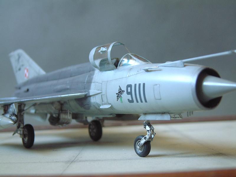 [Academy] Mig-21 MF - Polish Air Force - 1/48e 111120120322476909073347