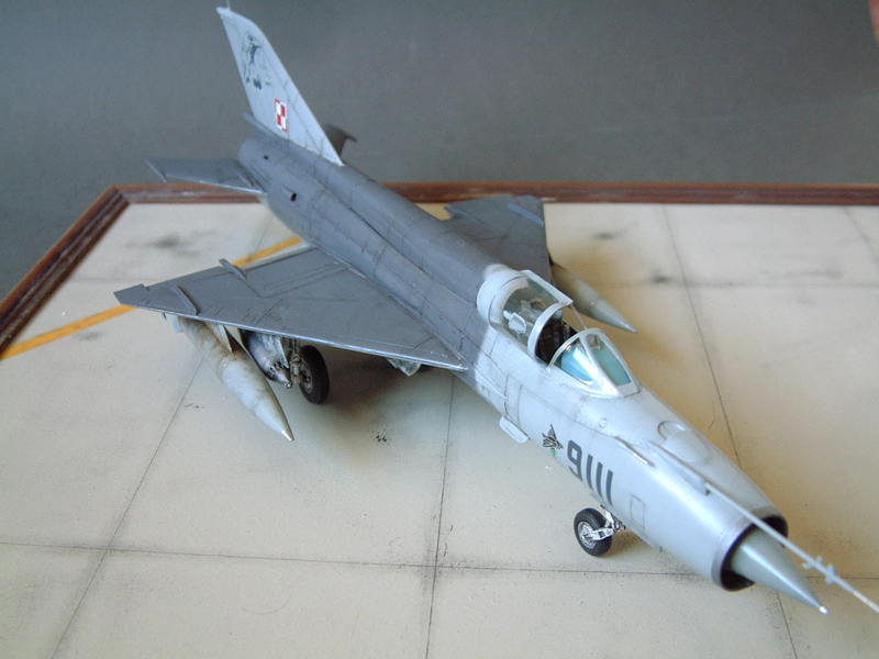 [Academy] Mig-21 MF - Polish Air Force - 1/48e 111120120345476909073355