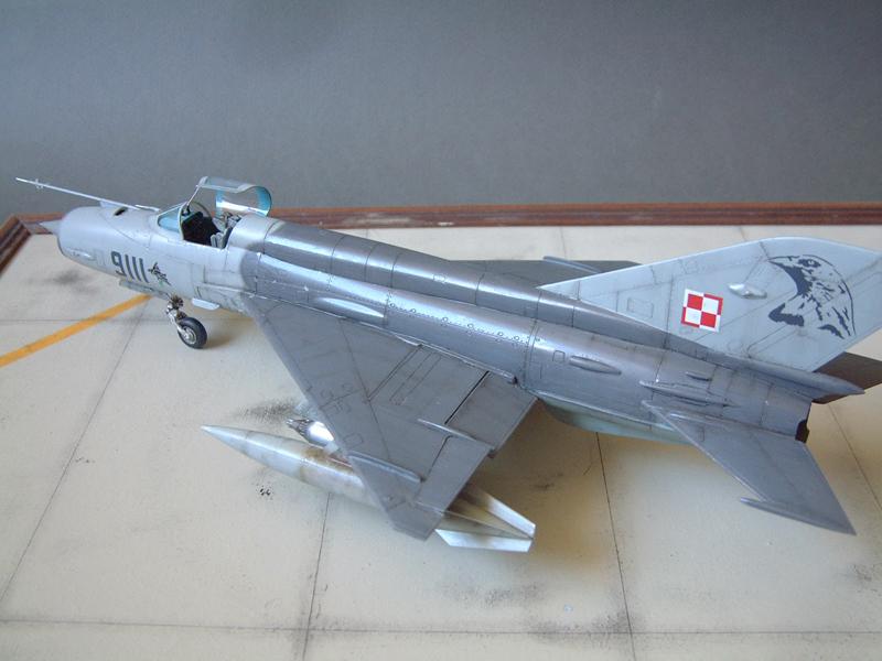 [Academy] Mig-21 MF - Polish Air Force - 1/48e 111120120408476909073356