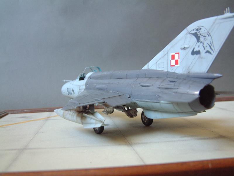 [Academy] Mig-21 MF - Polish Air Force - 1/48e 111120120431476909073362