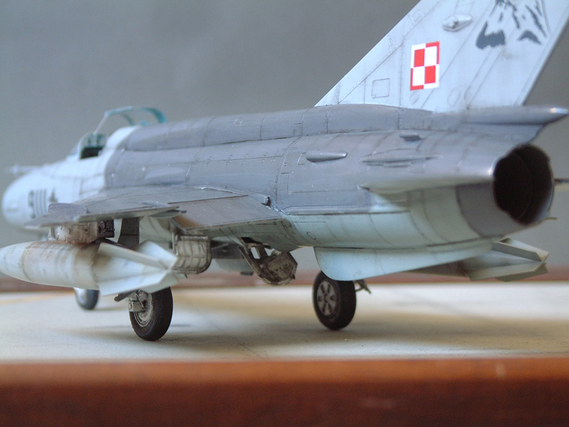 [Academy] Mig-21 MF - Polish Air Force - 1/48e 111120120454476909073363