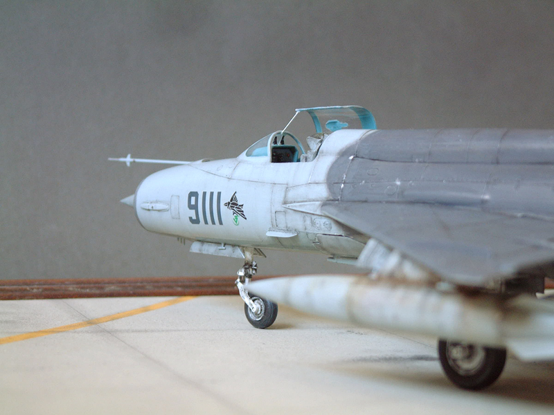 [Academy] Mig-21 MF - Polish Air Force - 1/48e 111120120513476909073364
